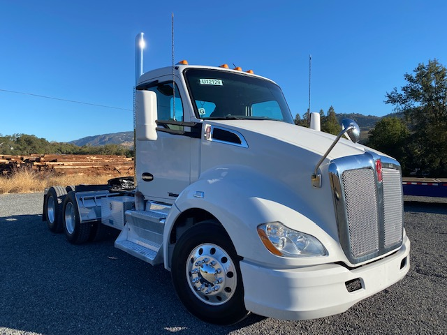 2015 Kenworth T680 Day Cab For Sale With 10 Speed Transmission